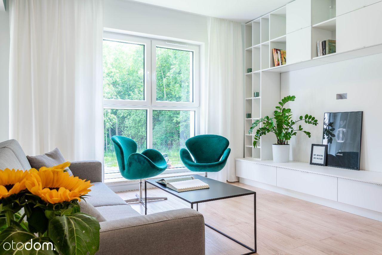 Apartament - duży balkon, garderoba - widok na las