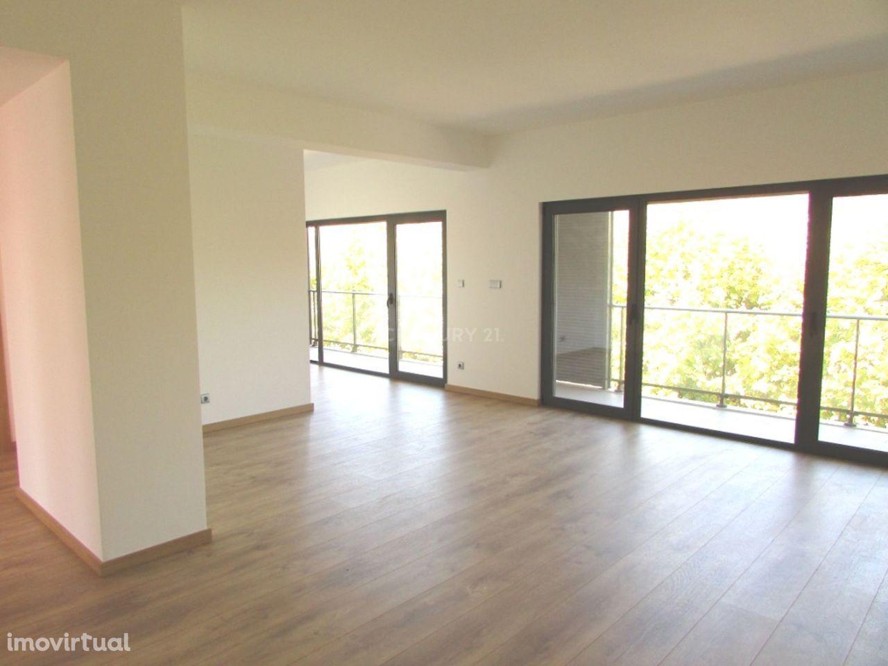 NOVO - Apartamento T2 com varanda e parqueamento em Alhandra