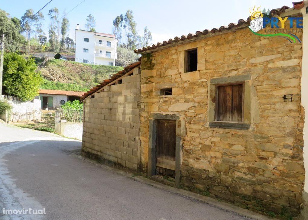 Moradia situada na aldeia calma do Troviscal - Sertã