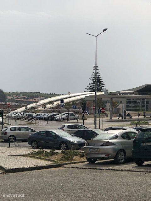 T2 junto estação CP Massamá