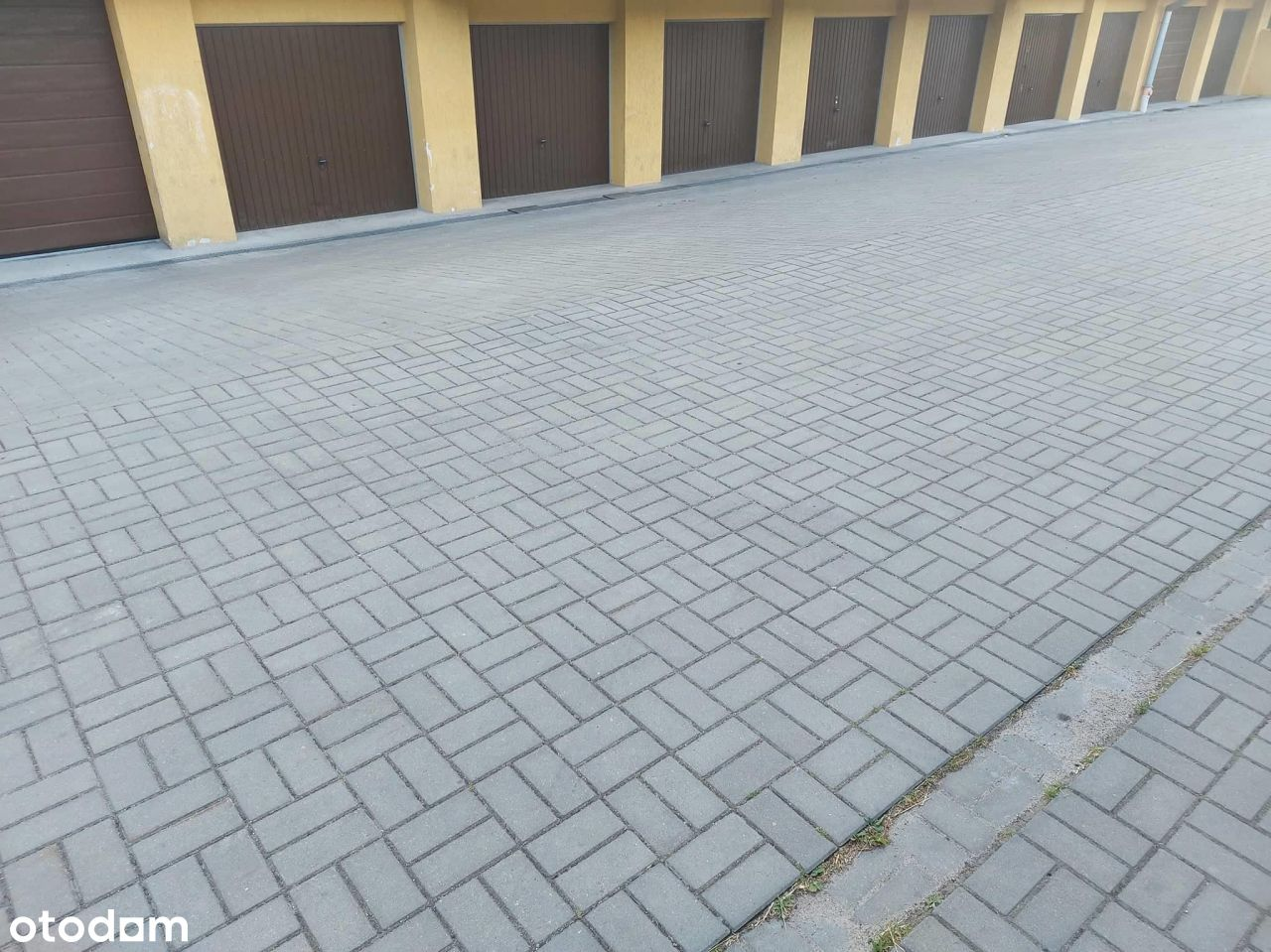 Garaż Pod Budynkiem Os.Rąbin