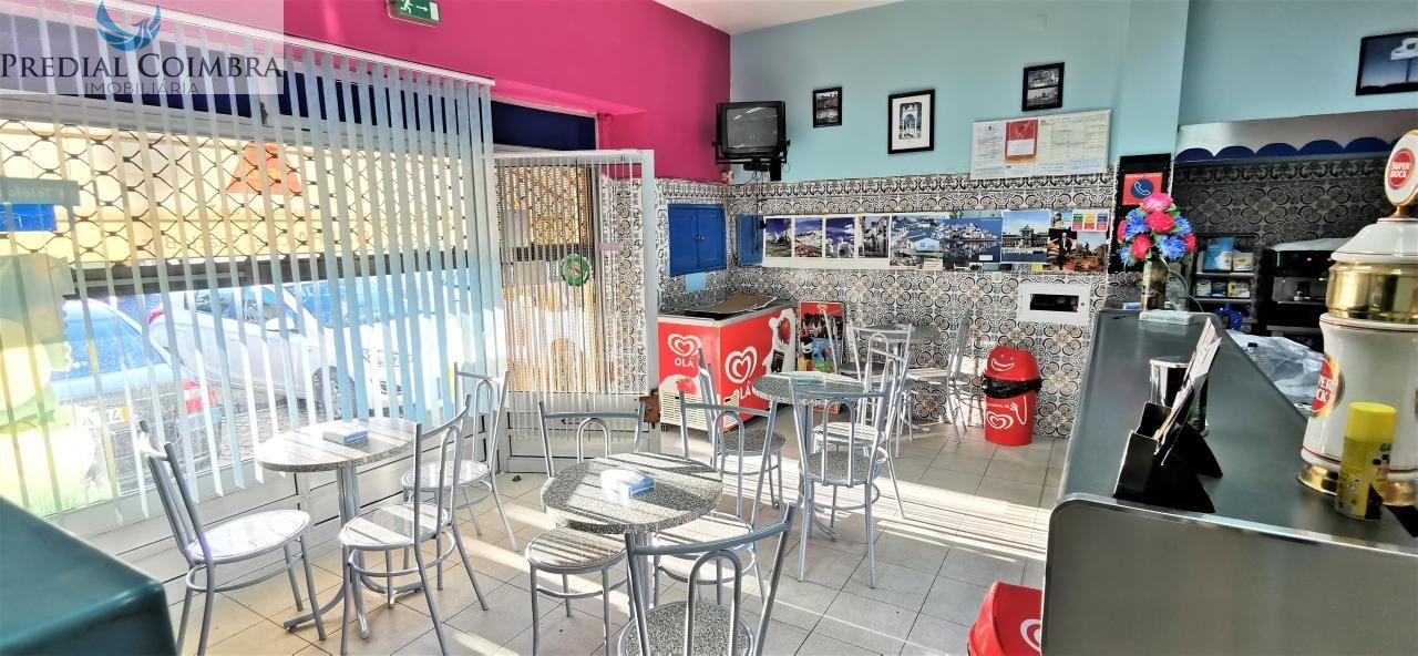 Snack bar, com cozinha, junto à central de autocarros
