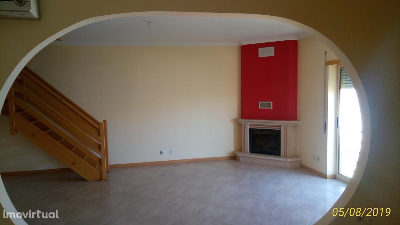 ELVAS (Quinta Morgadinho) T2+2 (Duplex) boas áreas c/lareira