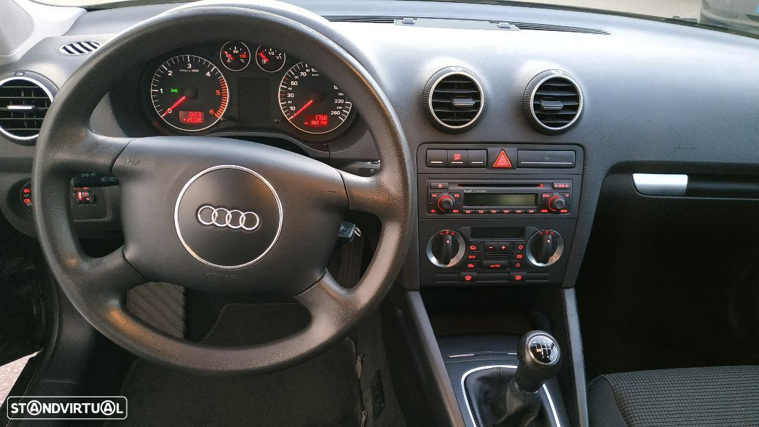 Audi A3 2.0 TDi Attraction - 8