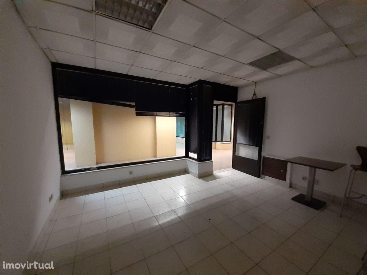 Sala ideal para serviços de contabilidade, estética, engenharia,...