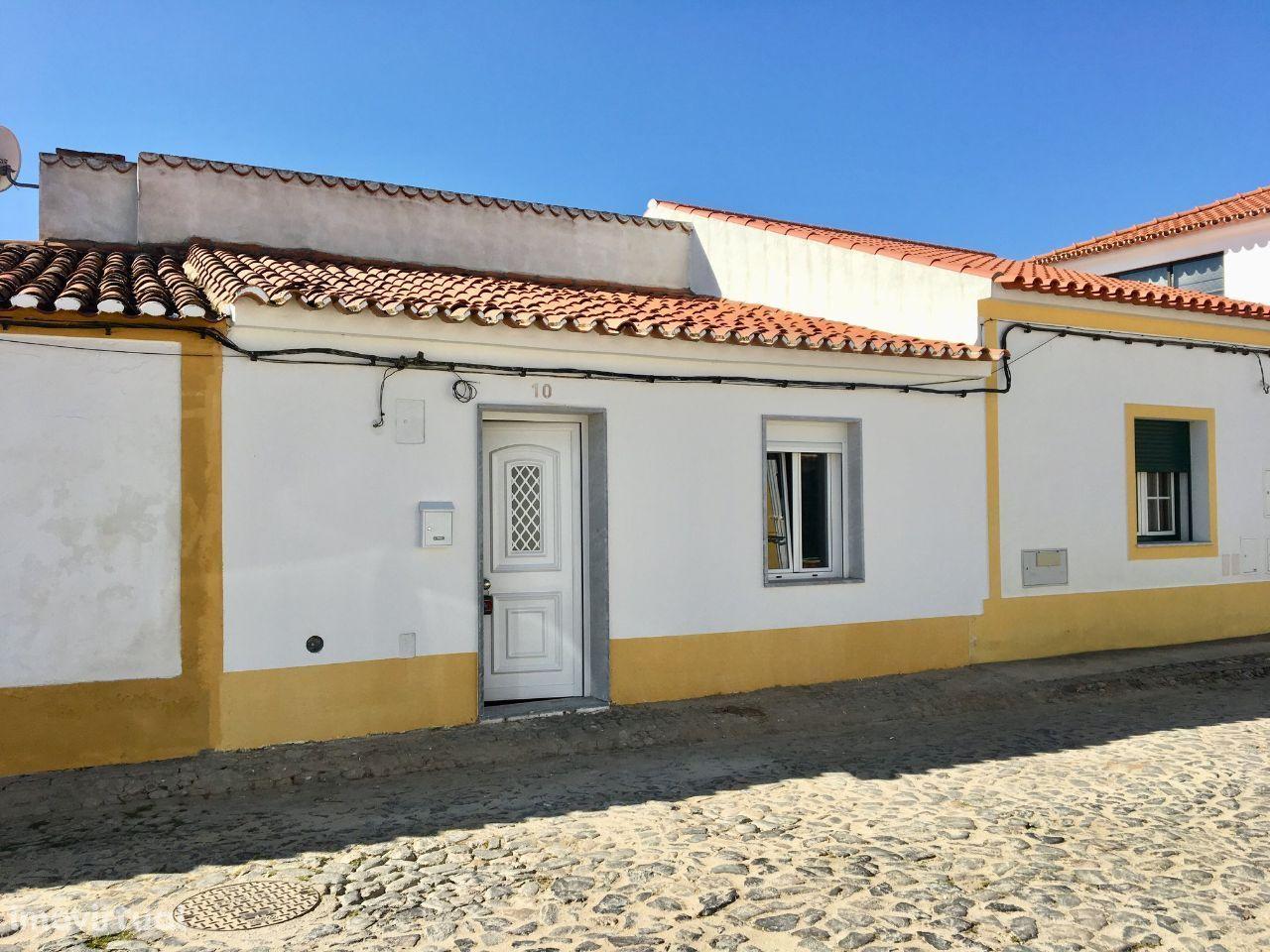 Moradia V2 com Logradouro, vendida Remodelada, em MOURA - SAFARA