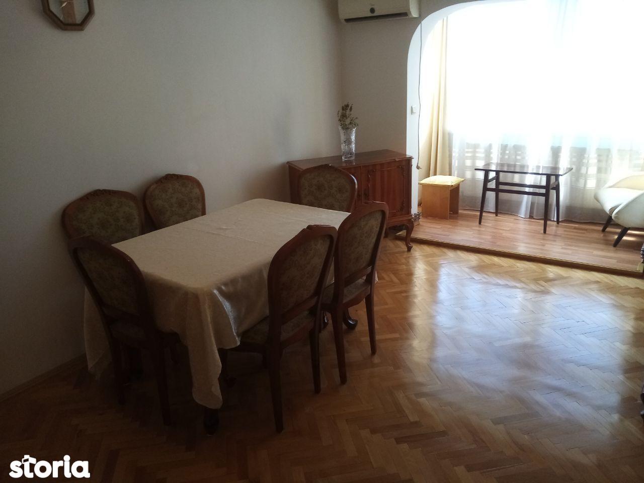 Apartament 4 camere decomandat,80 mp+2 balcoane,2 băi,Deva-Ion Creangă