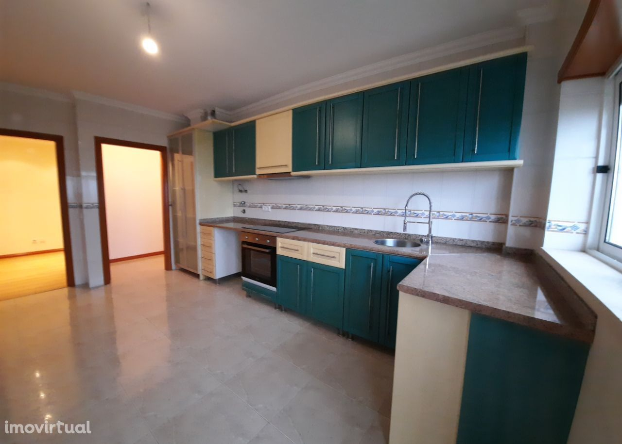 Apartamento T3 com garagem e arrumo em Maceira, Leiria(V493PL)