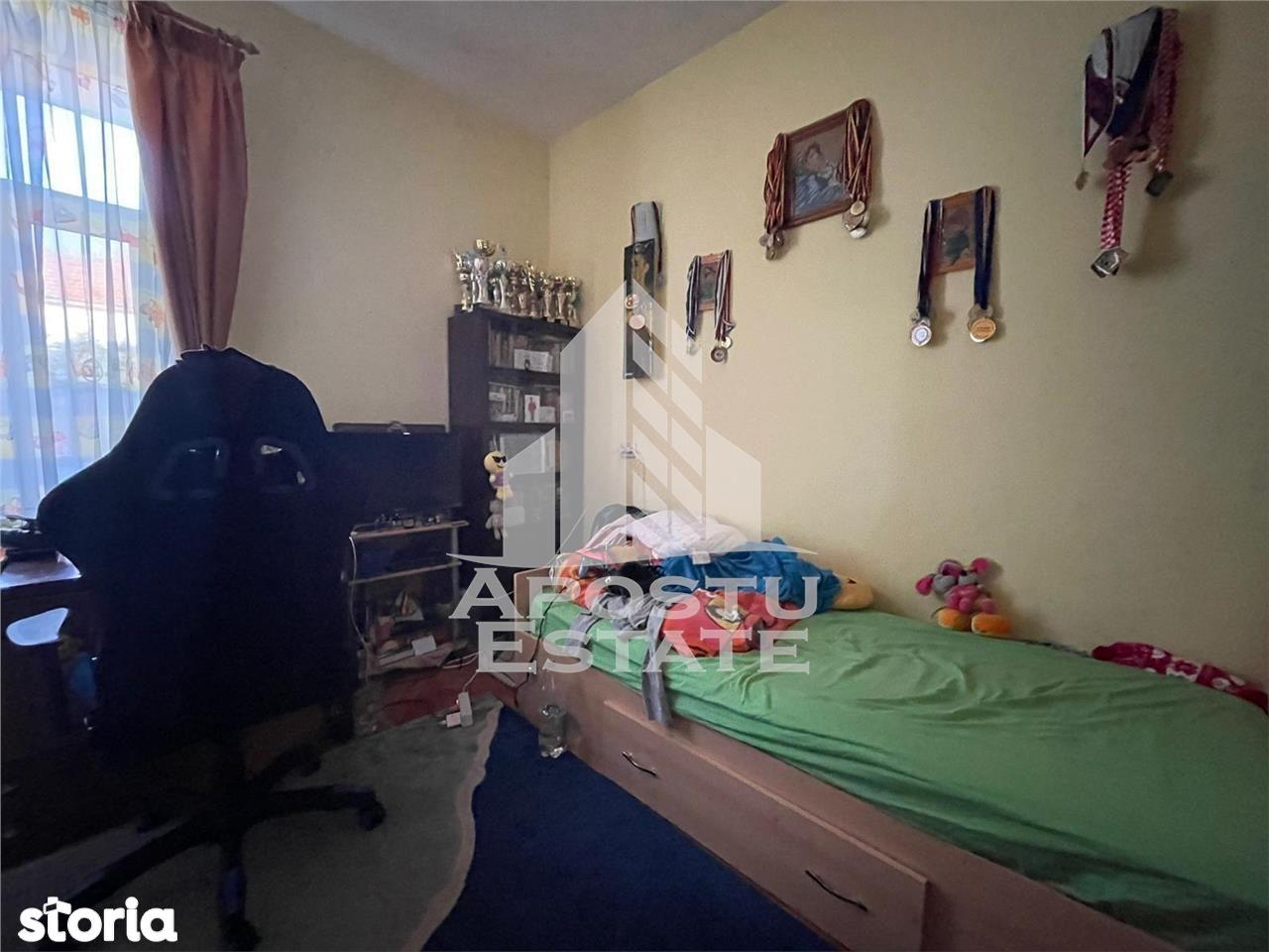 Apartament cu 3 camere la curte comuna in zona Odobescu