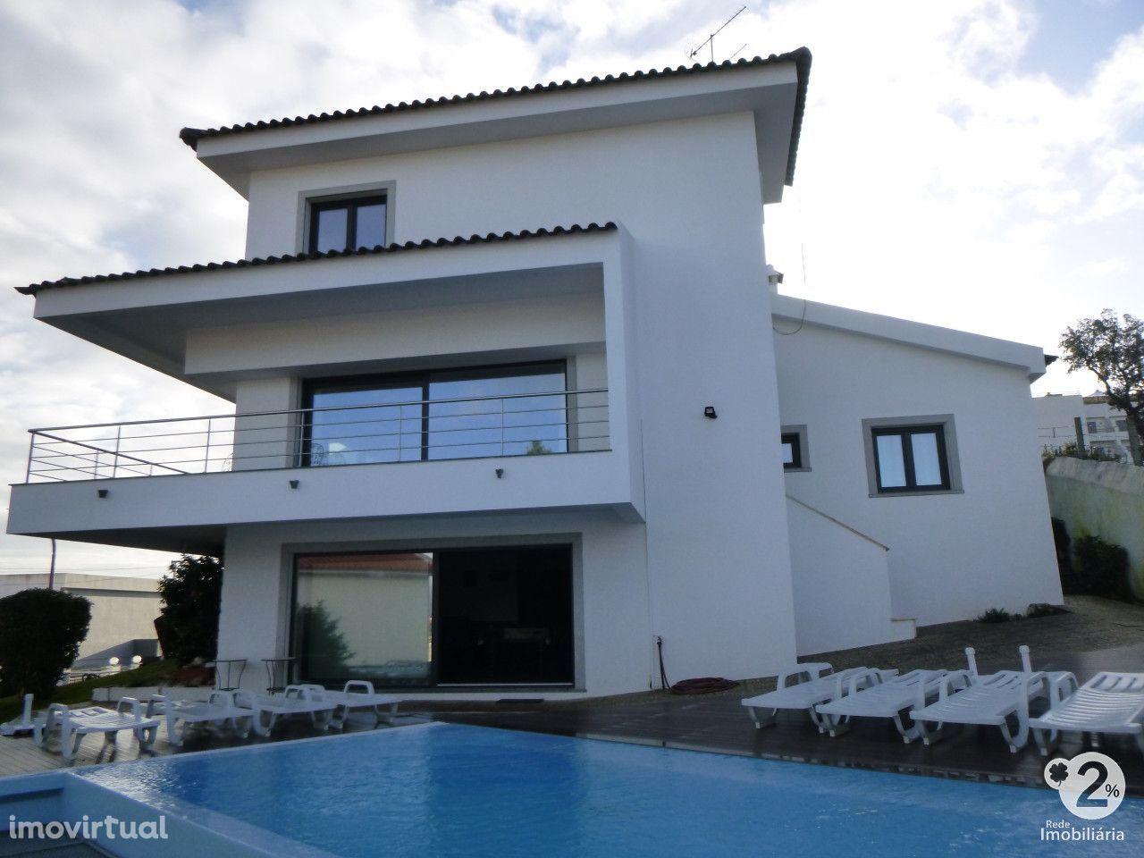 Moradia familiar T5 c/ piscina em Setúbal