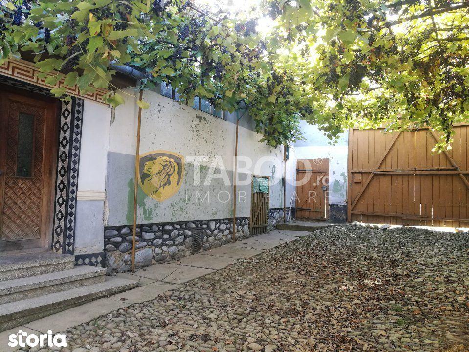 Casa de vanzare cu 4 camere si curte libera 500 mp in Poplaca
