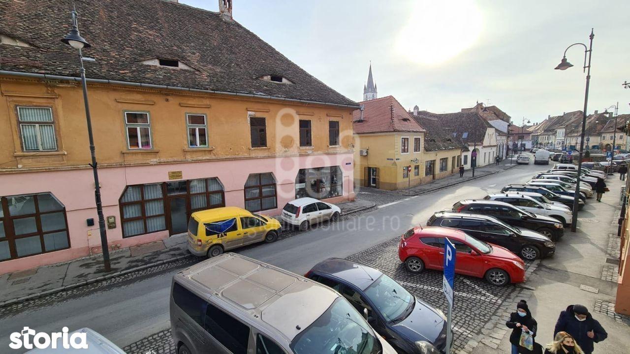 Apartament 3 camere si gradina de vanzare in Centrul Istoric Sibiu