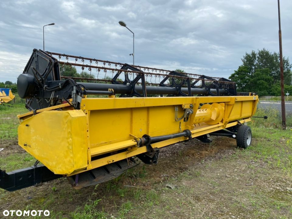 New Holland 24FT  heder zbożowy 7,3 m - 5