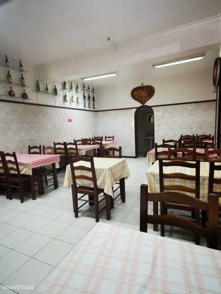 Restaurante bem localizado no Casal do Cotão - Cacém