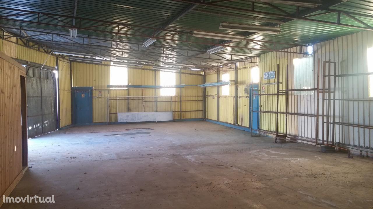 Armazém C/ parque e habitação EN125 Olhão