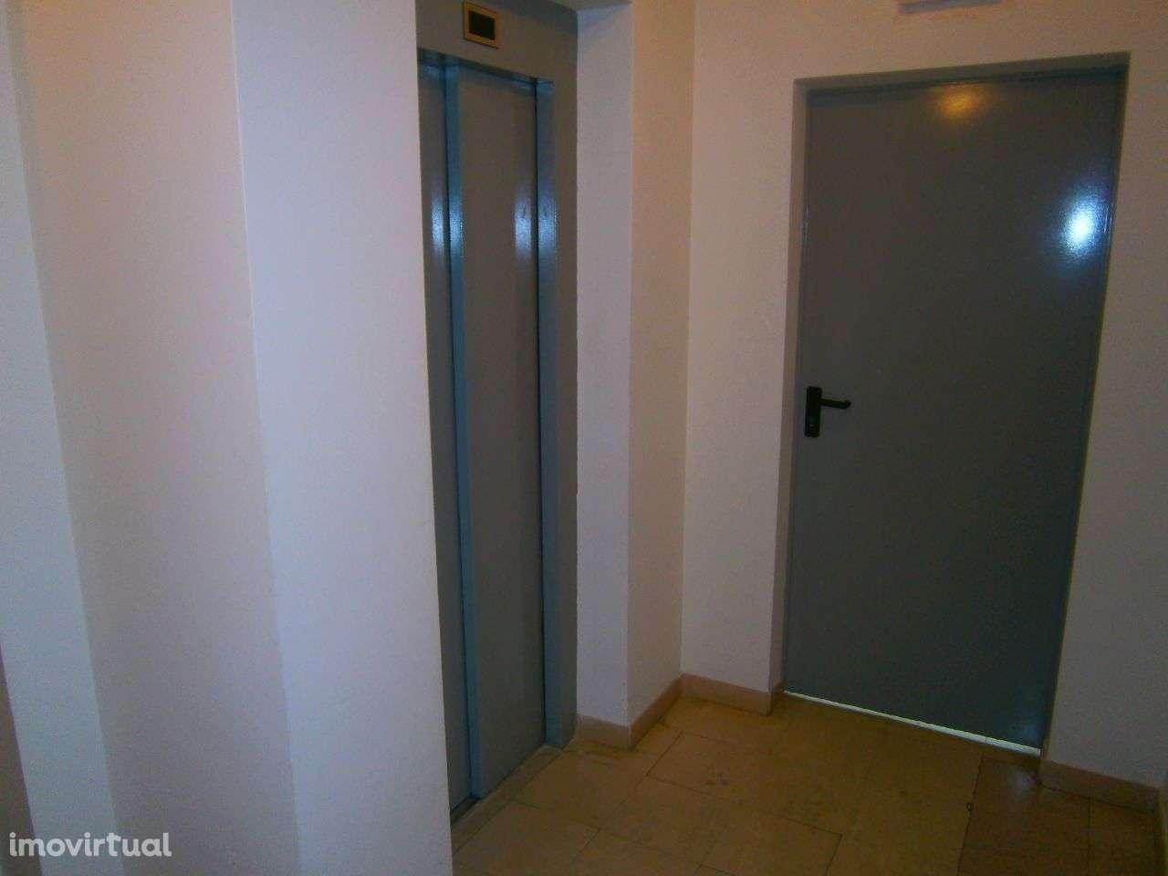 Apartamento para arrendar, Rua Sebastião e Silva, Santo António dos Cavaleiros e Frielas - Foto 9