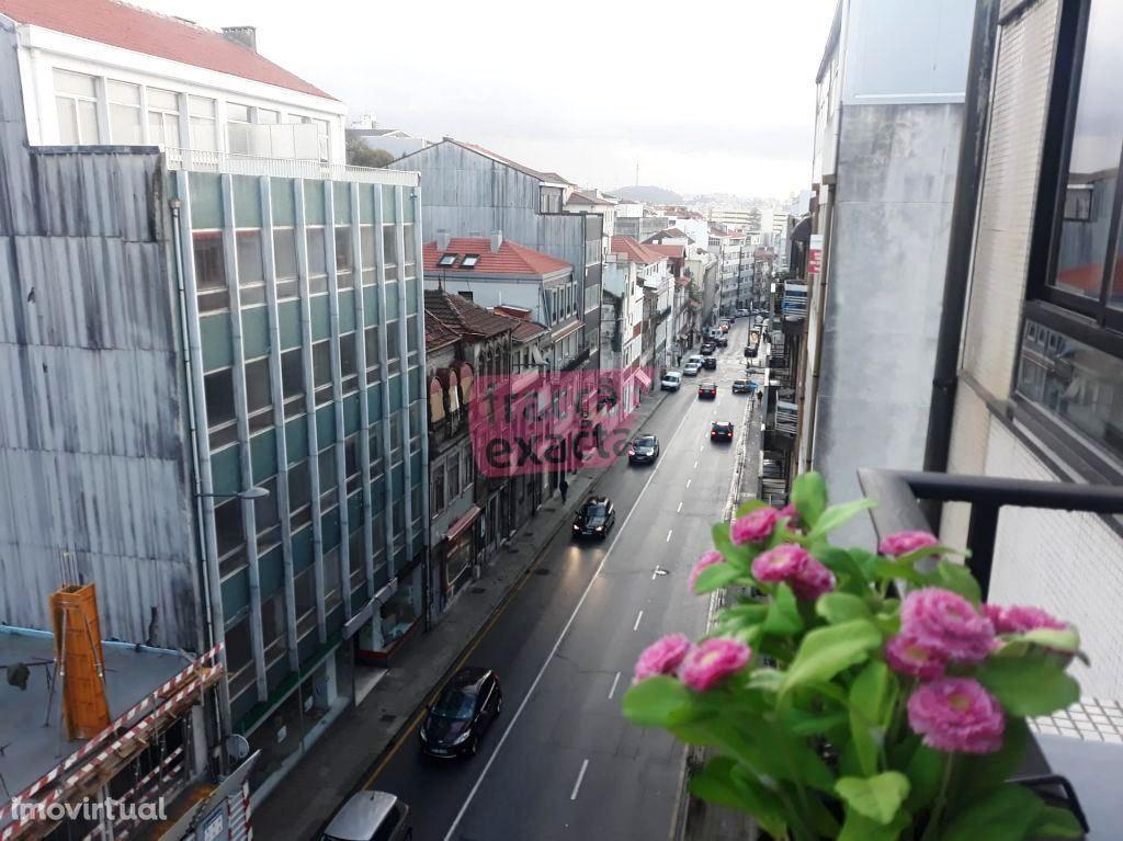 T2 em plena Rua St. Catarina, baixa do Porto