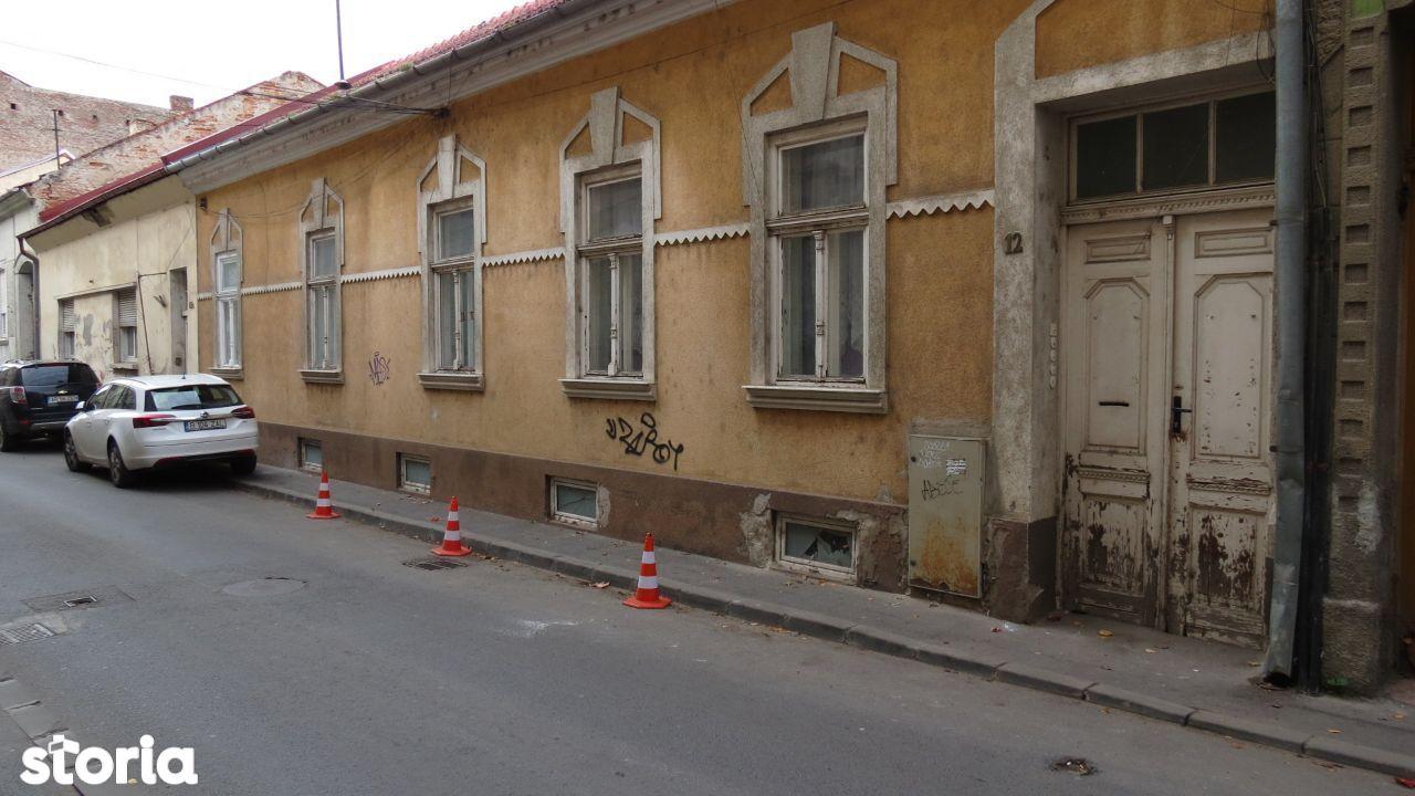 Casa impartita in mai multe apartamente, zona Teatru, 489 mp teren
