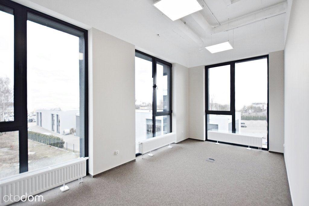 Biuro w nowym budynku z parkingiem