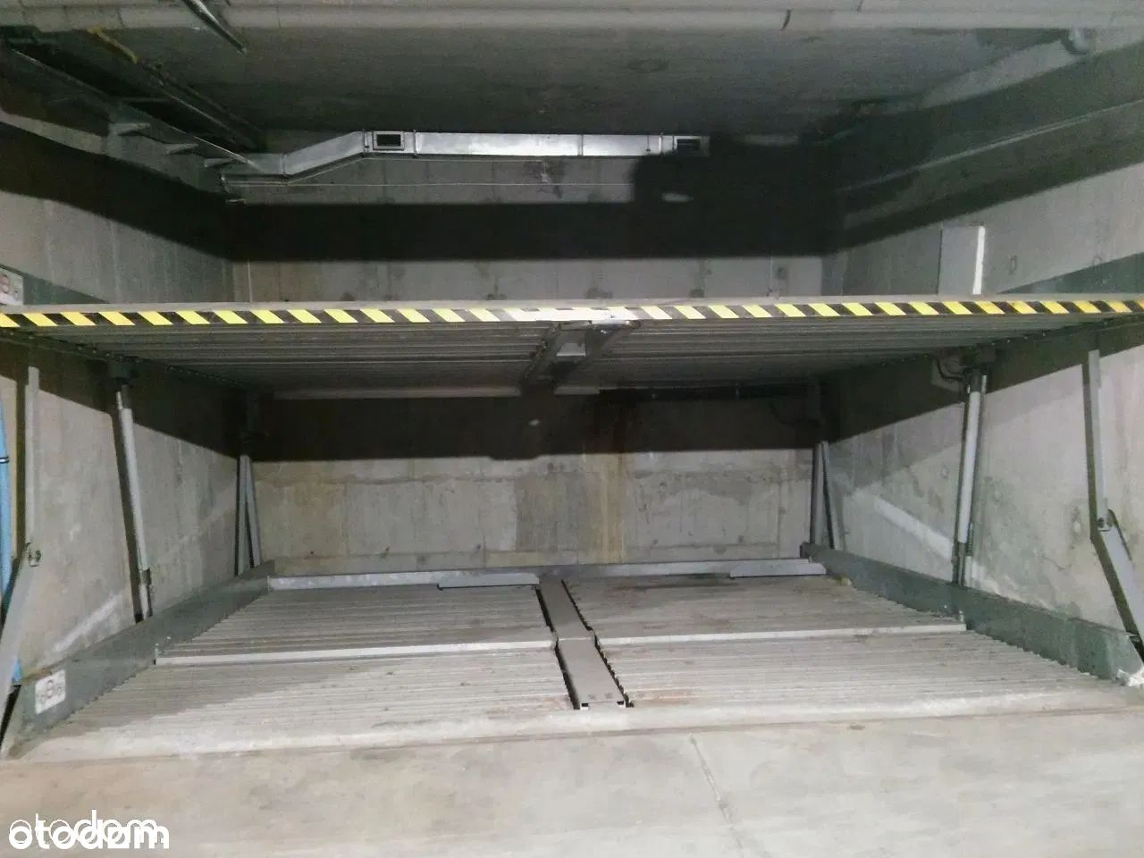 2 miejsca parkingowe, ul. Traugutta 142G