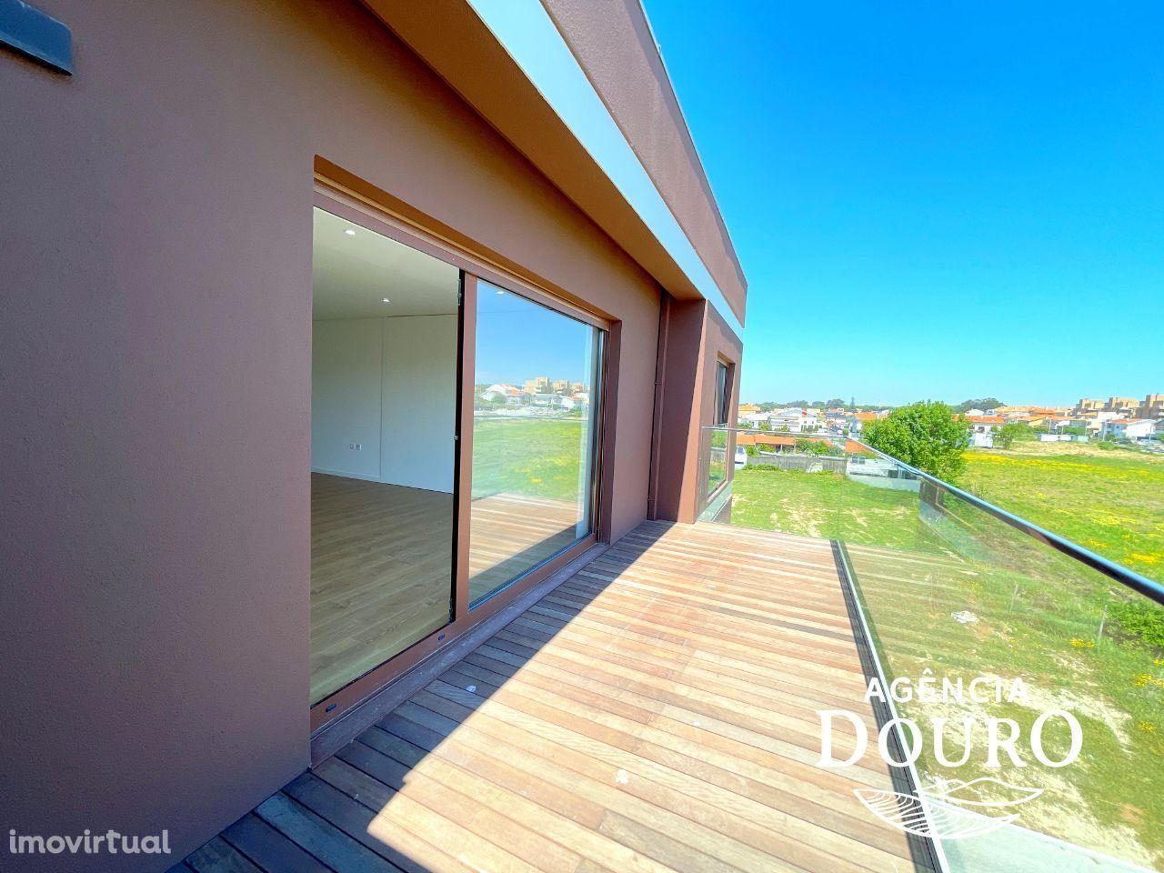 Apartamento T3 à venda em Praia de Francelos - Praia de Miramar
