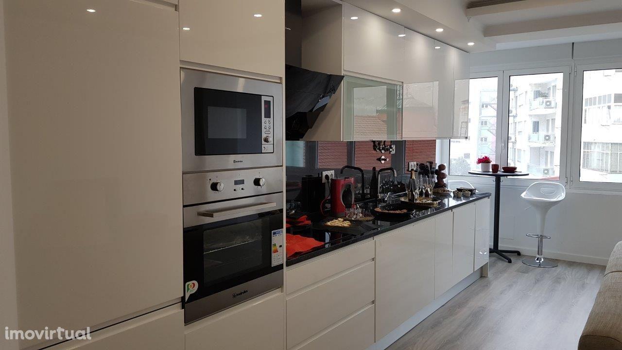 Apartamento T4 LISBOA (BENFICA ) próx. do mercado em remodelação total