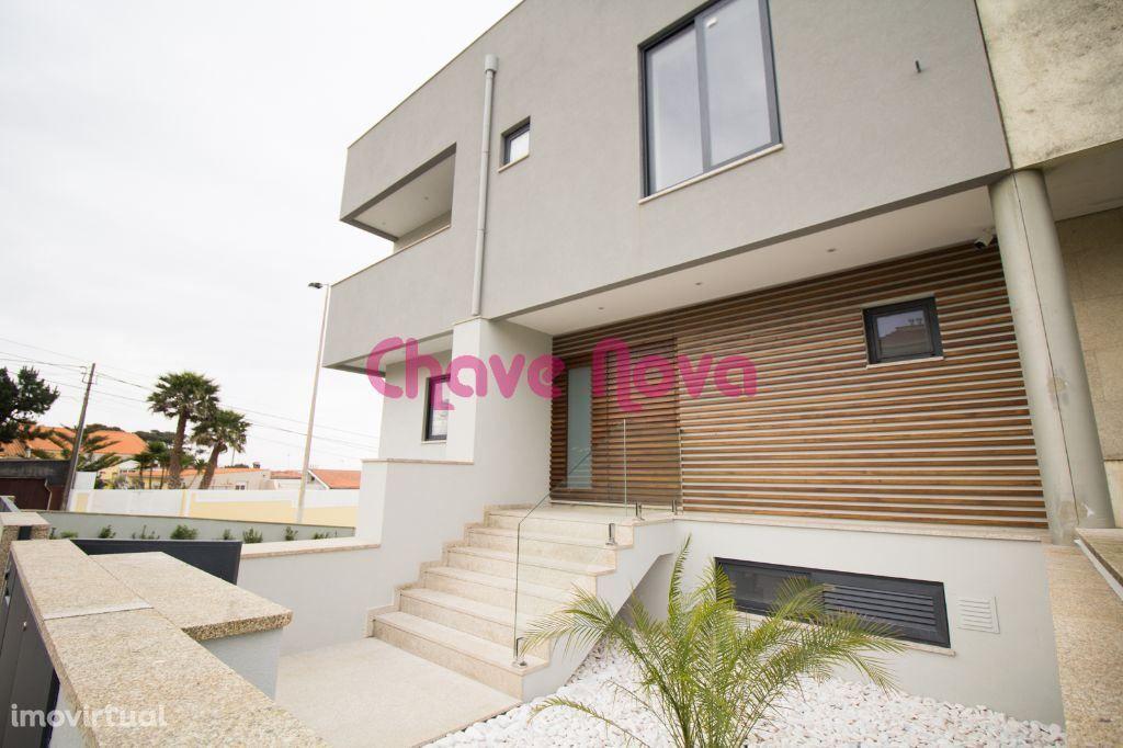 Moradia de 3+1 quartos, nova, com piscina na Praia de Canidelo