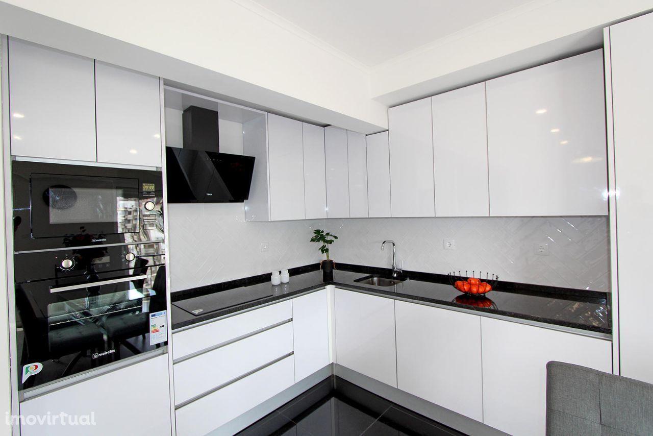 Apartamento T2 em fase de remodelação total, em Benfica