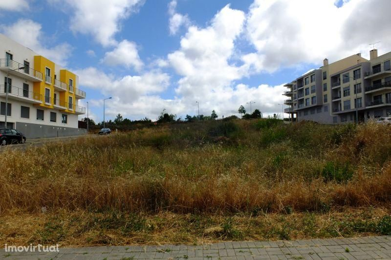Terreno para construção de prédio - Pevides