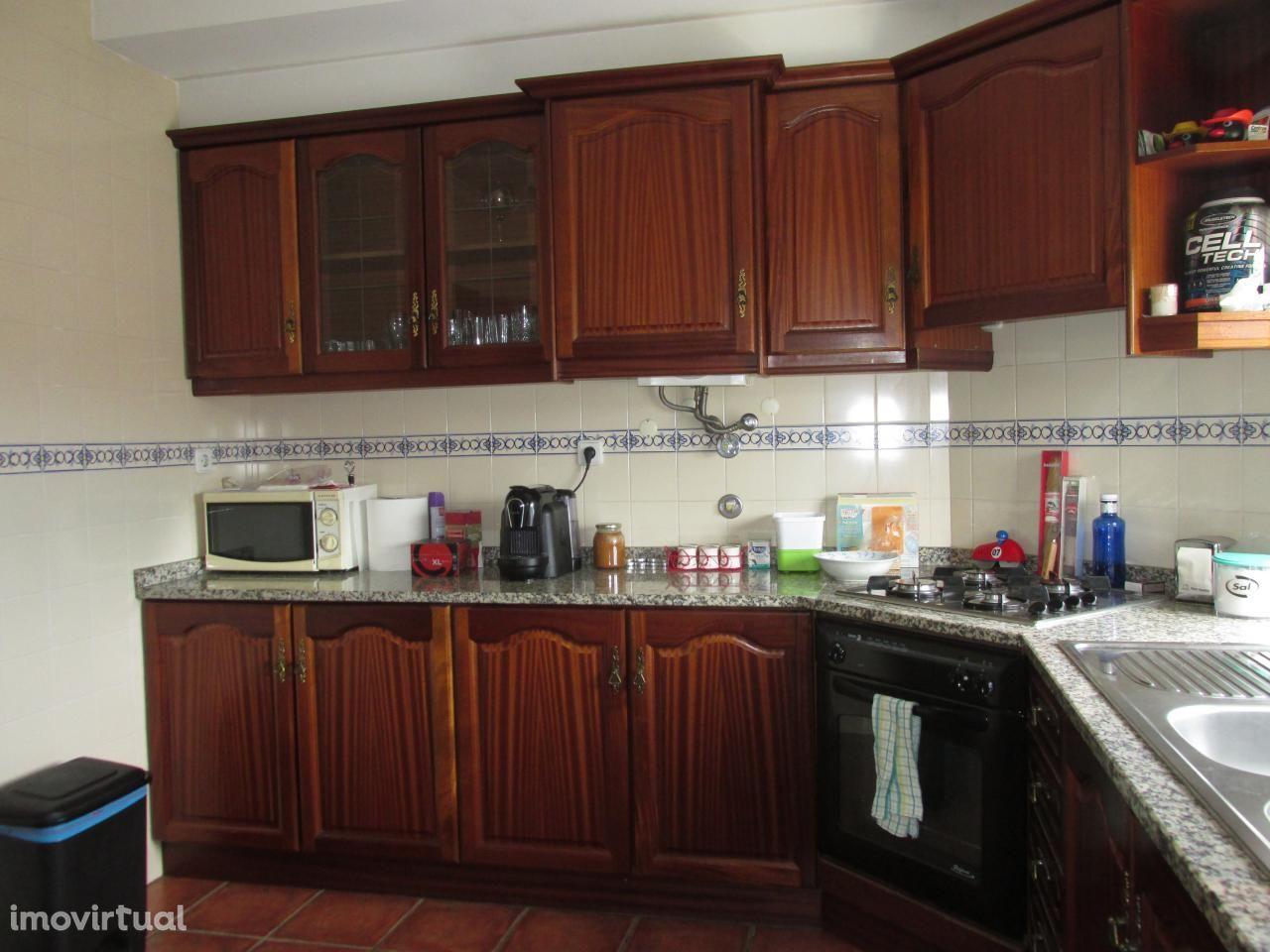 Apartamento T2 em Vila Nova de Poiares com Sotao e Garagem