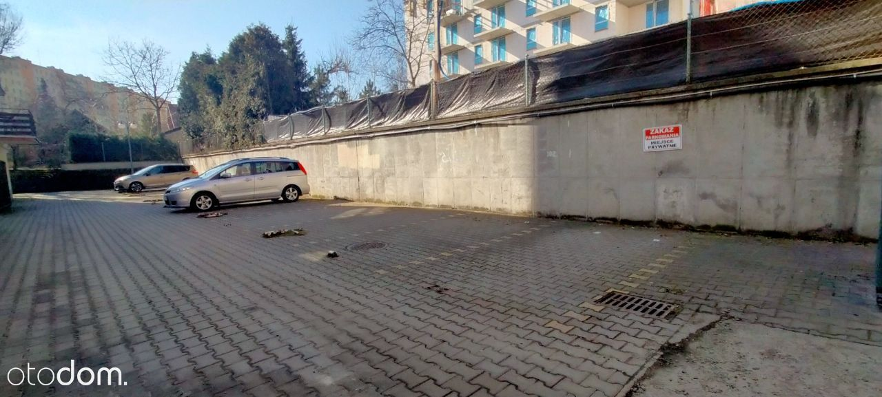 Miejsce parkingowe przy ul. Białoprądnickiej