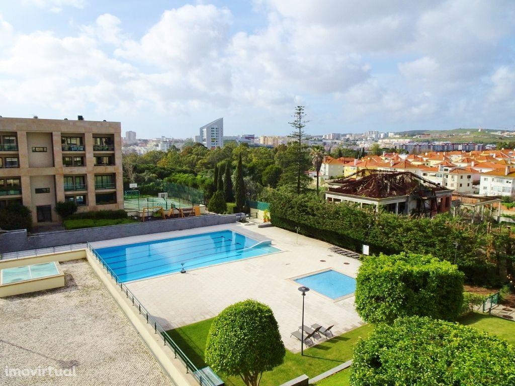 Magnífico T3 condomínio de luxo, vista piscina, jardins, Restelo