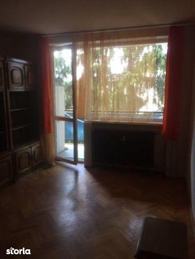 Apartament cu 3 camere de vânzare în zona Plopilor