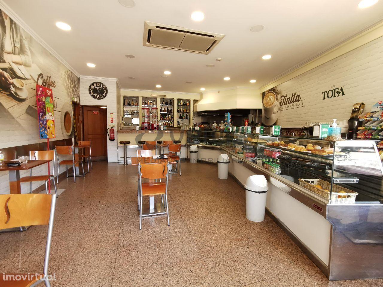Pastelaria-Cafetaria em pleno centro da Cova da Piedade-Almada