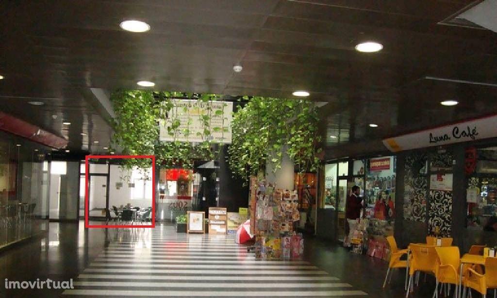 Loja bem localizada no centro de Coimbra, Centro Comercial D. Dinis