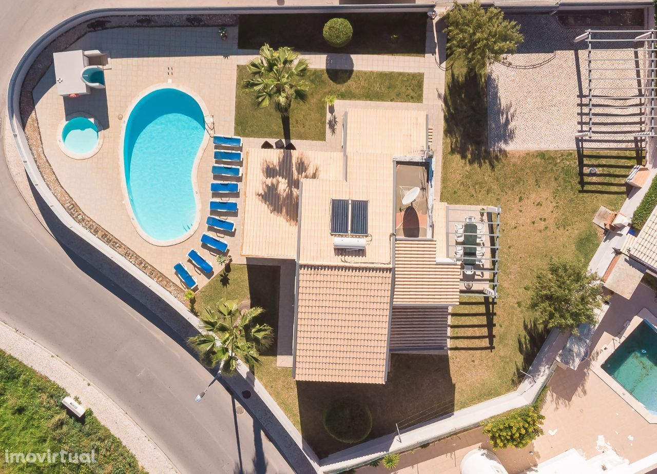 Moradia Rato com 5 Quartos, 3 Casas de Banho e a 500 metros da praia
