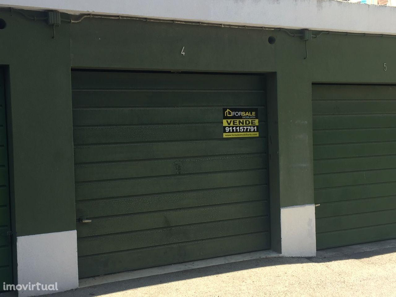 Garagem Fechada - Baixa da Banheira