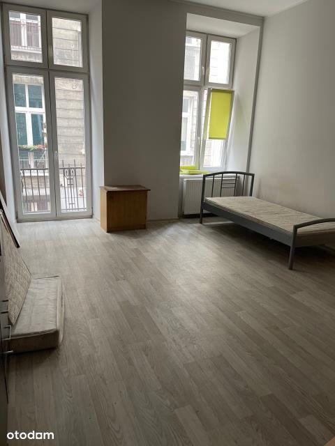 3 pokoje 1 piętro Pl Wolności C.O Elektryczne
