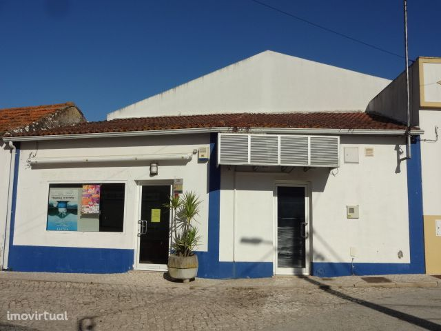 Excelente loja no centro da Vila