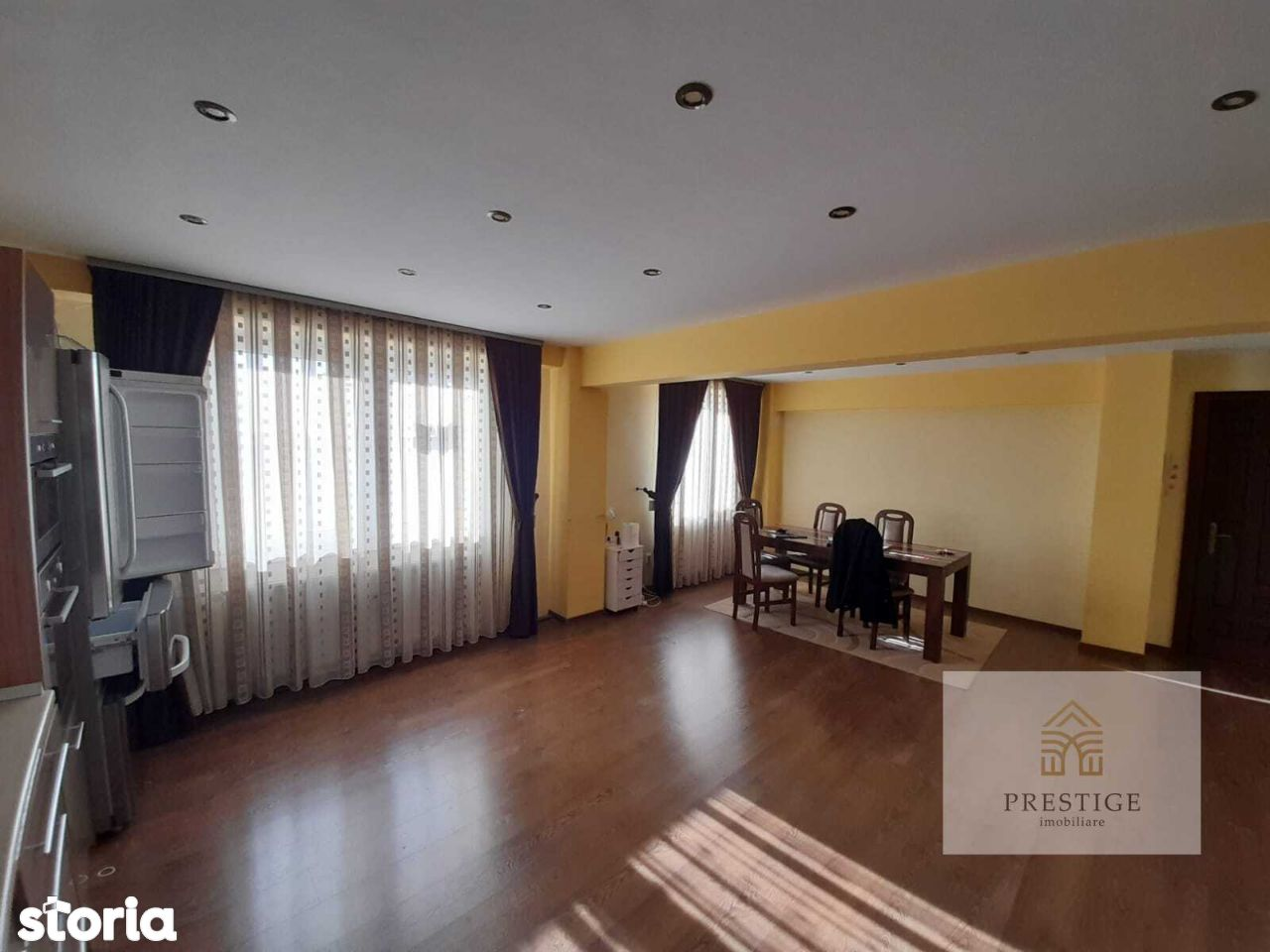 Apartament 3 camere de vanzare - zona Costaforu