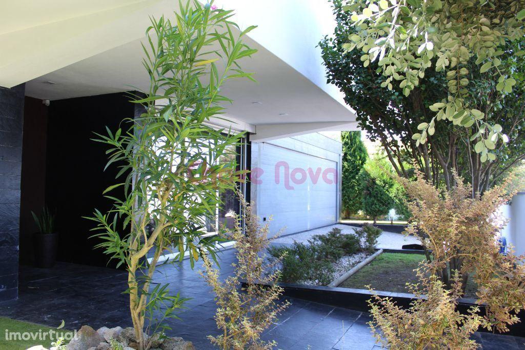 Moradia V-5 de luxo em Santa Maria da Feira
