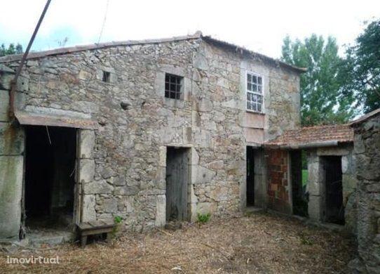 Lote de terreno urbano de gaveto com 5.153 m2 - Vila do Conde