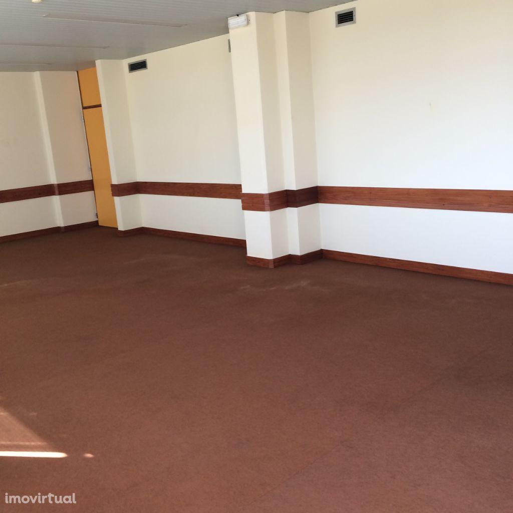 Sala de Escritórios em Sines de 50m2 - 8€/m2