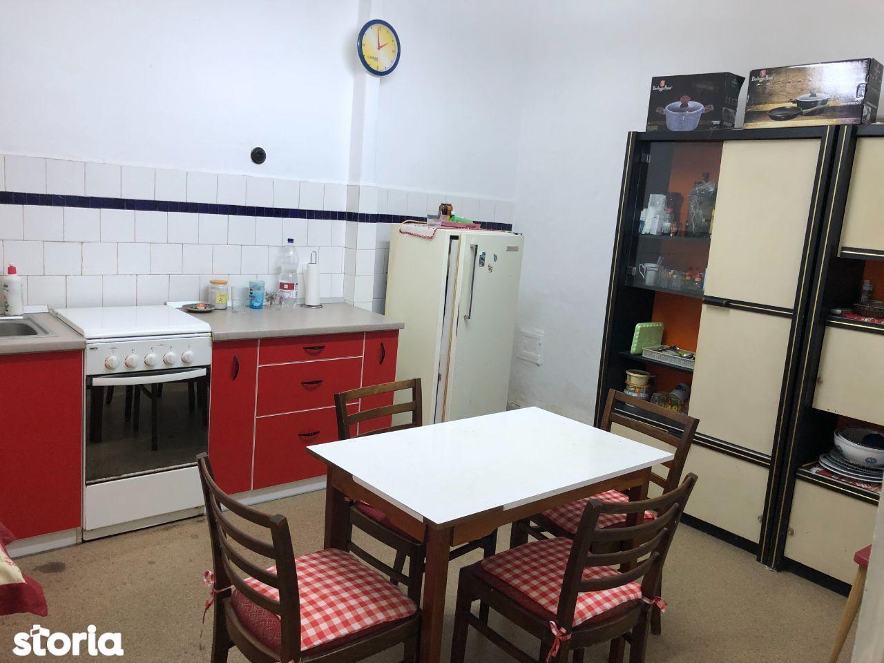 Apartament 3 camere de vanzare, Oradea, zona Universitatii