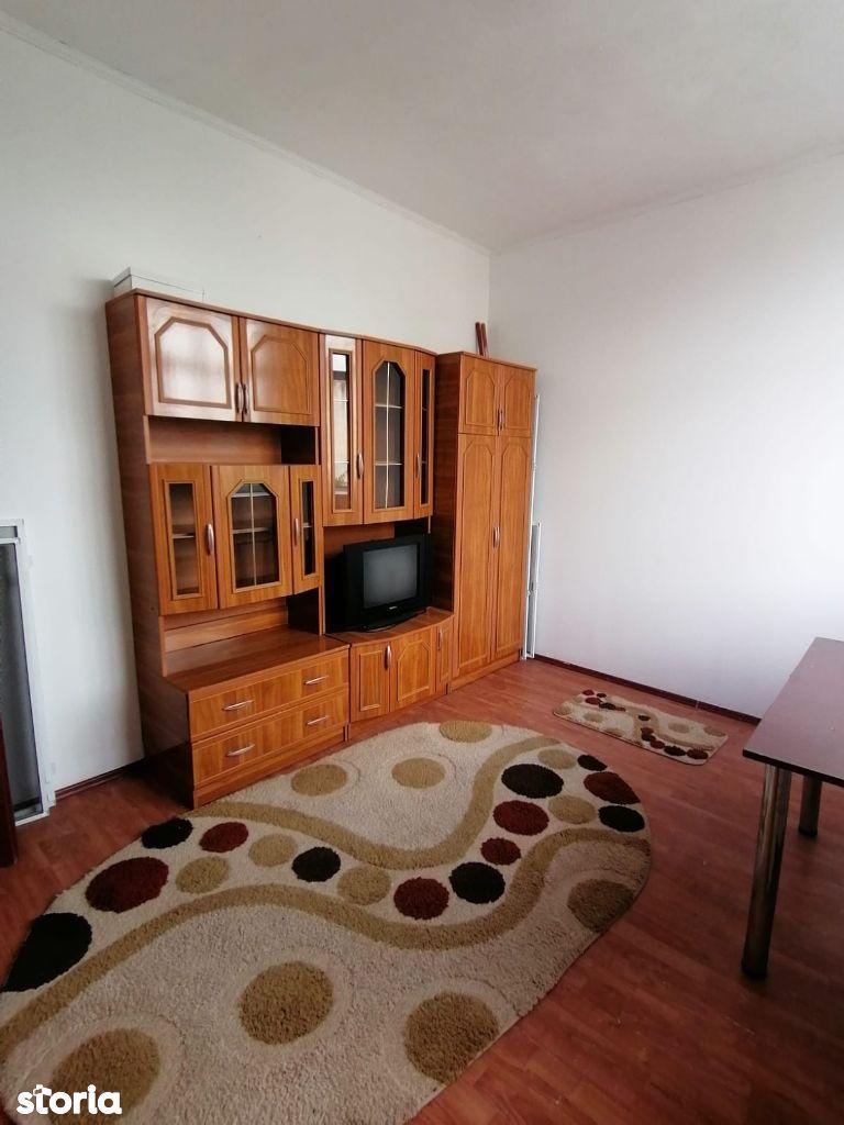 Apartament 3 camere cf 1 semidecomandat zona Contactoare