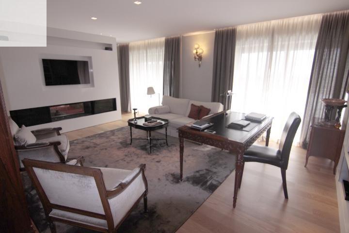Apartamento T5 duplex de luxo em condomínio fechado com piscina