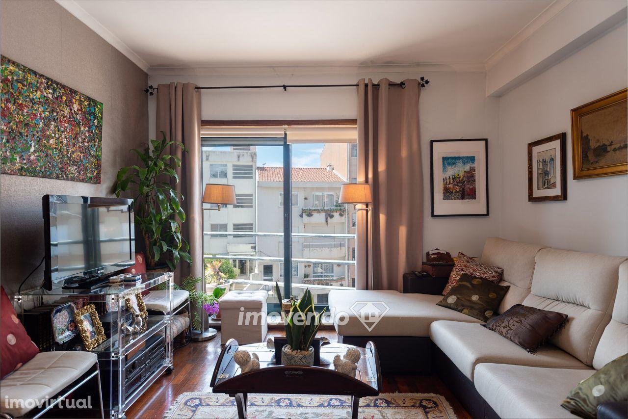 Apartamento T3, com quintal e garagem, em Aldoar, no Porto