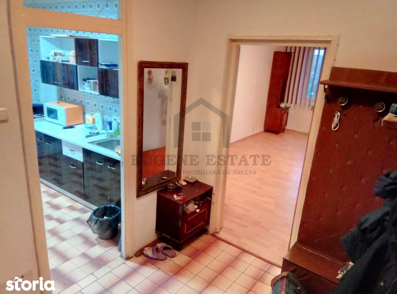 Apartament 3 camere - zona Sălaj