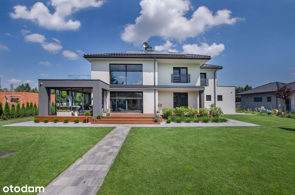 Luksusowy i inteligentny dom z antresolą