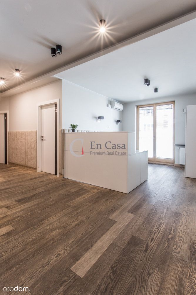 City Center | For rent 100sqm office, Pool, gym